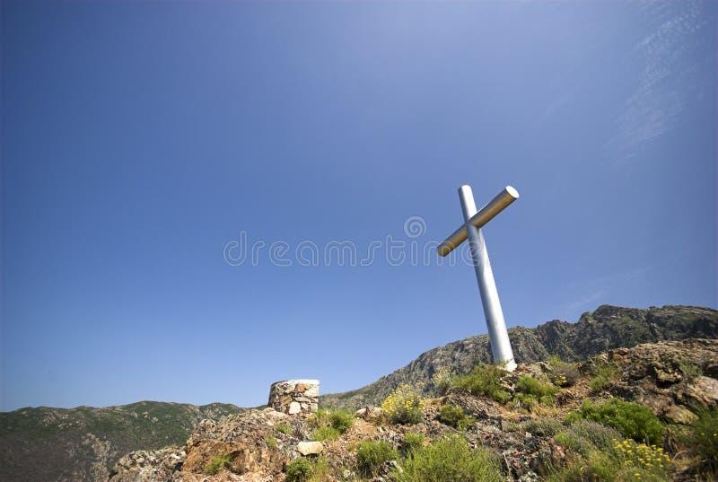 Cruz En La Montaña Foto de archivo libre de regalías