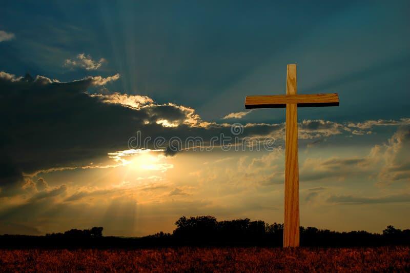 Cruz en la puesta del sol fotos de archivo libres de regalías