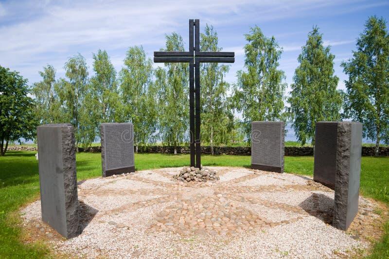 Cruz memorable en el cementerio militar alem?n foto de archivo libre de regalías