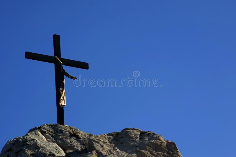 Cruz na montanha fotografia de stock royalty free