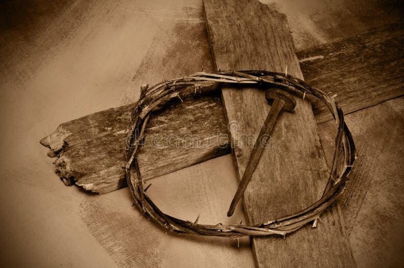Cruz, prego e coroa do Jesus Cristo de espinhos fotos de stock