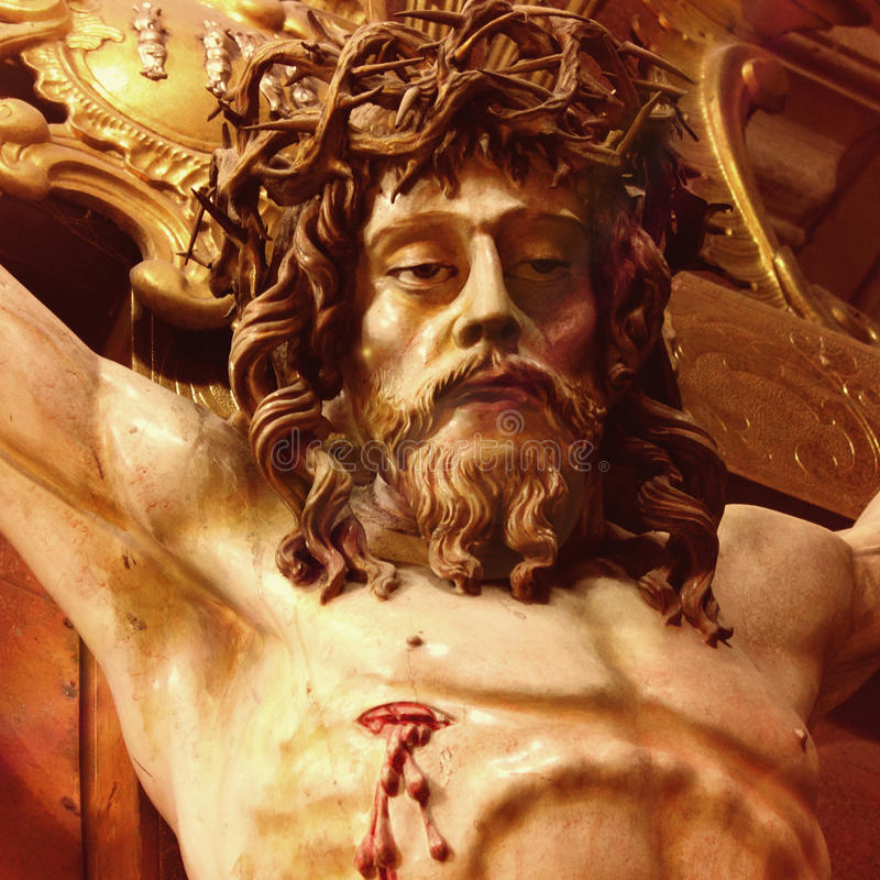 Cruz santa con Jesucristo crucificado fotografía de archivo libre de regalías