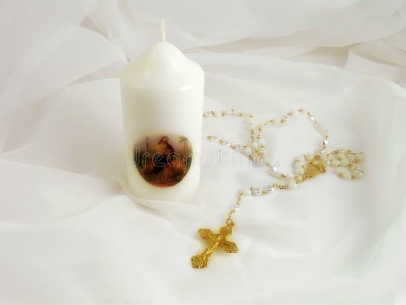 Cruz y vela cristianas fotografía de archivo libre de regalías