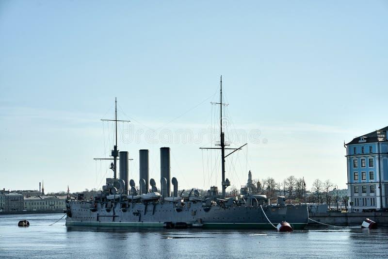 Cruzador de Aurora Avrora em St Petersburg, R?ssia Navio do museu do cruzador do russo em St Petersburg fotografia de stock