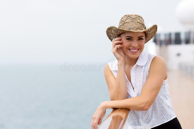 Cruzamento da jovem mulher fotografia de stock
