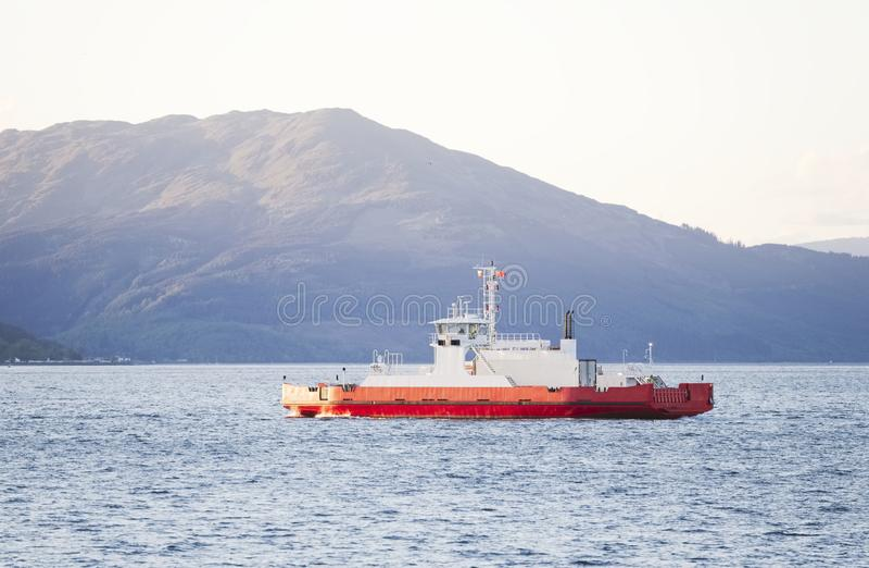 Cruzamento de balsa a Dunoon no por do sol de Gourock fotos de stock royalty free