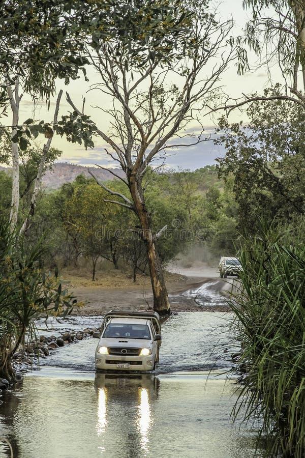 Cruzamento de rio 4WD fotos de stock