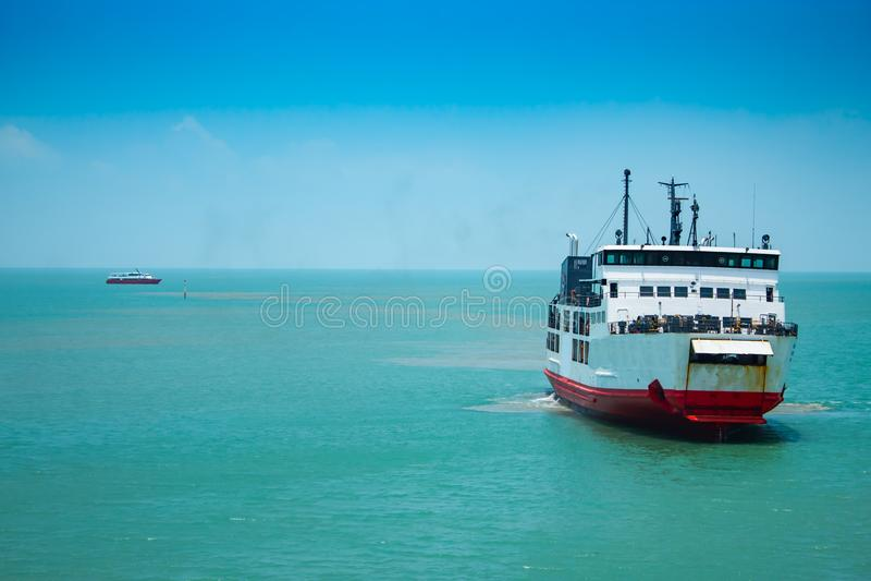 Cruzamento do ferryboat imagens de stock royalty free