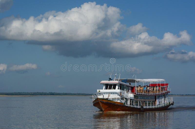 Cruzamento no rio de Irrawaddy myanmar fotografia de stock royalty free