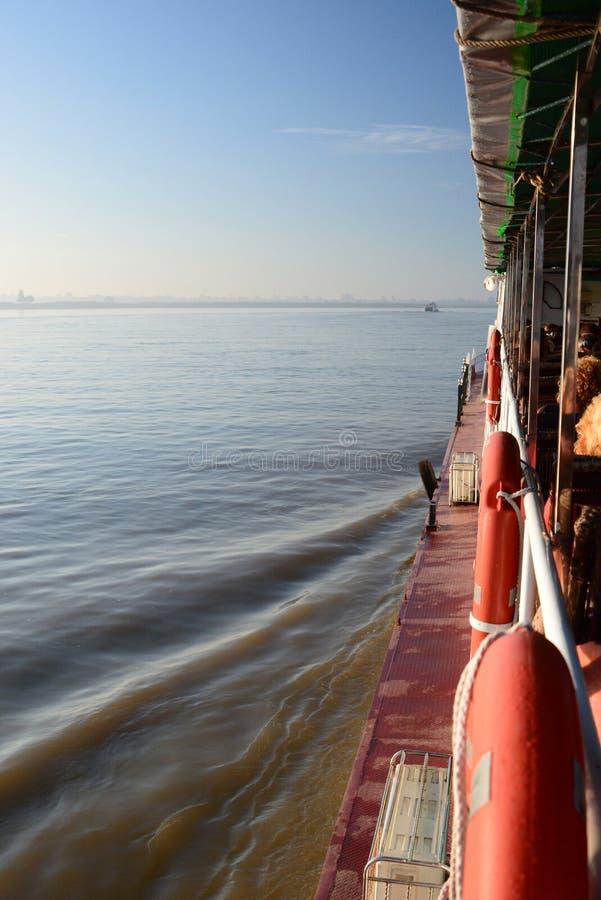 Cruzamento no rio de Irrawaddy Região de Mandalay myanmar foto de stock