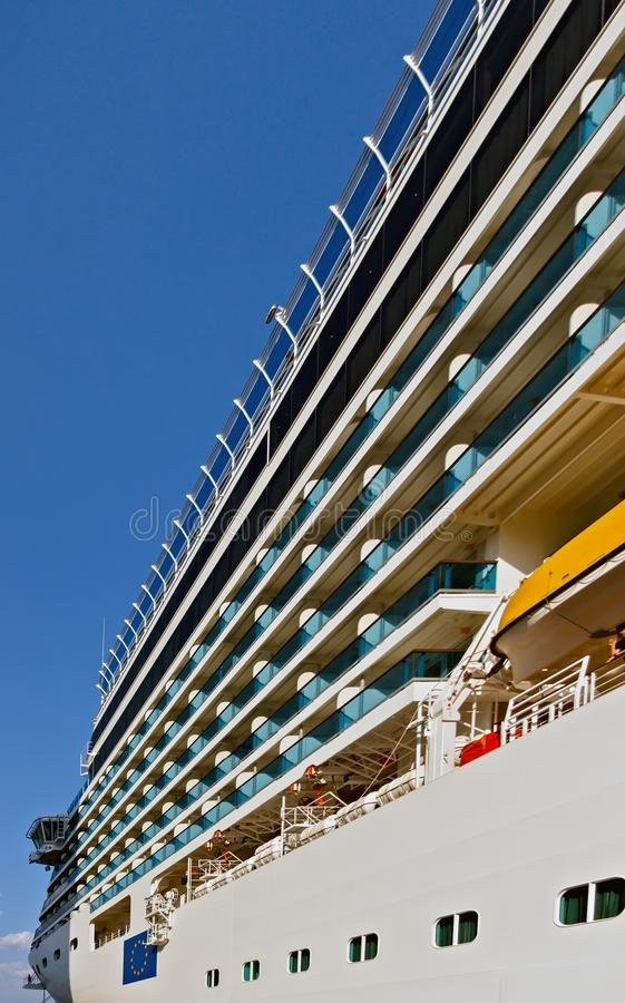 cruzar plataforma aberta do navio de cruzeiros luxuoso imagens de stock royalty free