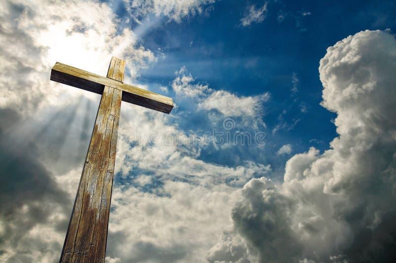 Cruze de encontro ao céu Easter feliz Símbolo cristão ilustração do vetor
