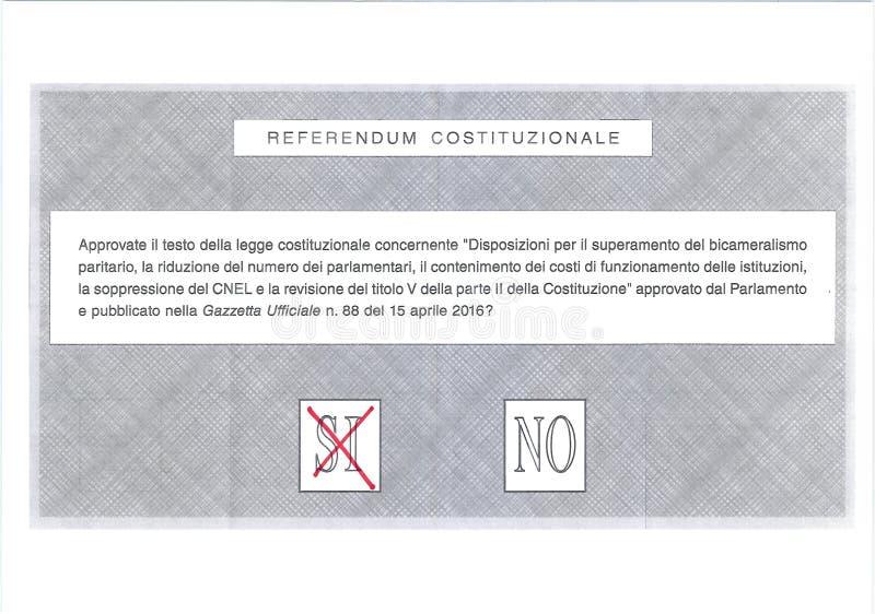 Cruze SIM no voto vermelho na cédula italiana imagem de stock