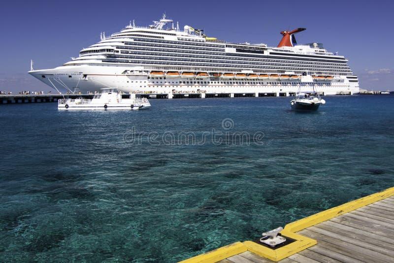 Cruzeiro do Cararibe - porta de Cozumel foto de stock royalty free