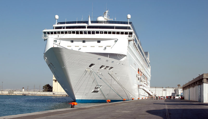 Cruzeiro do navio na porta foto de stock royalty free