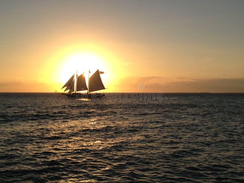 Cruzeiro do por do sol, Key West, FL foto de stock