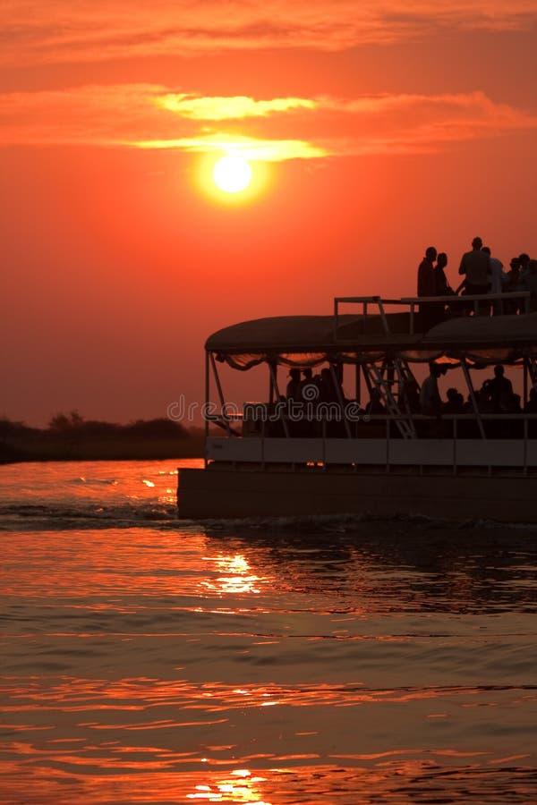Cruzeiro do rio do por do sol fotografia de stock