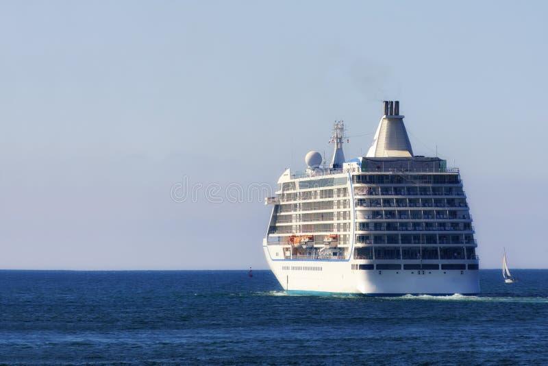 Cruzeiro no mar fotografia de stock