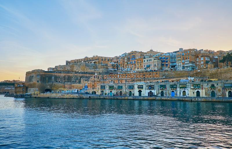 Cruzeiro romântico em torno de Valletta, Malta imagem de stock