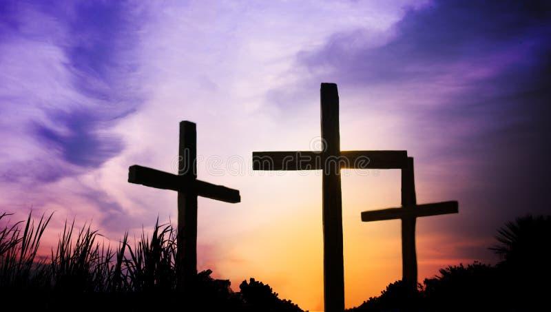 3 cruzes na montanha no Sexta-feira Santa foto de stock royalty free