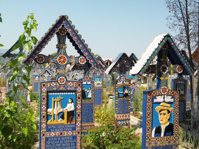 Cruzes no cemitério alegre imagens de stock royalty free