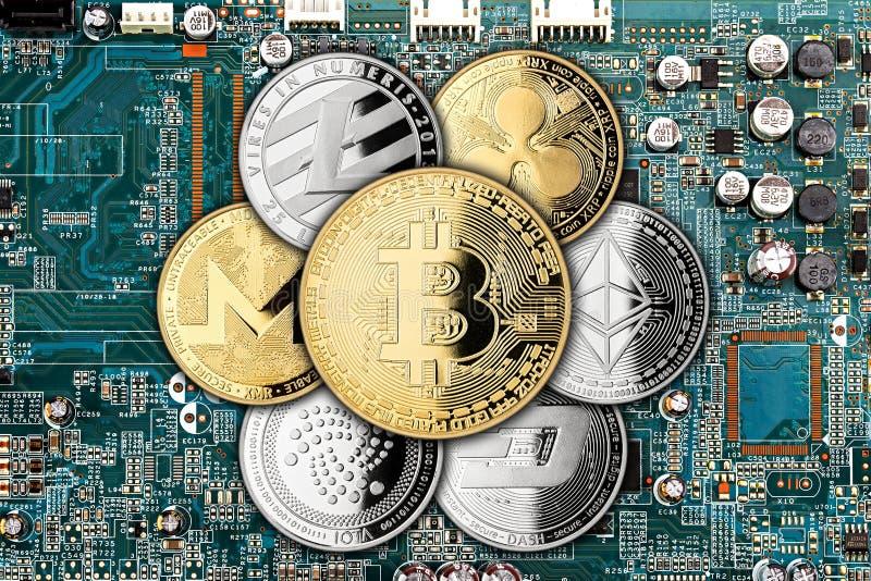 Crypto achtergrond van de de mijnbouwcomputer van het munt de gouden zilveren muntstuk stock fotografie