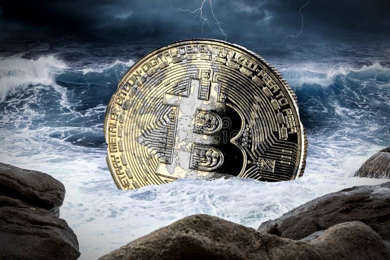 Crypto Bitcoin έννοια συντριβής χρηματοοικονομικών αγορών νομίσματος στοκ φωτογραφία