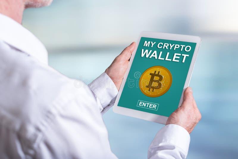 Crypto concept de portefeuille sur un comprimé photos libres de droits