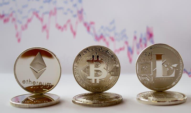 Crypto - litecoin y gráfico del ethereum del bitcoin fotos de archivo