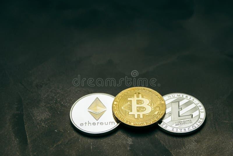 Crypto munt: bitcoin litecoin en ethereum op achtergrond van decoratief pleister royalty-vrije stock fotografie