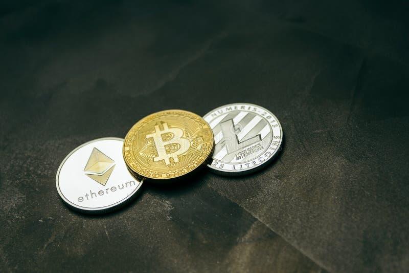 Crypto munt: bitcoin litecoin en ethereum op achtergrond van decoratief pleister stock afbeeldingen
