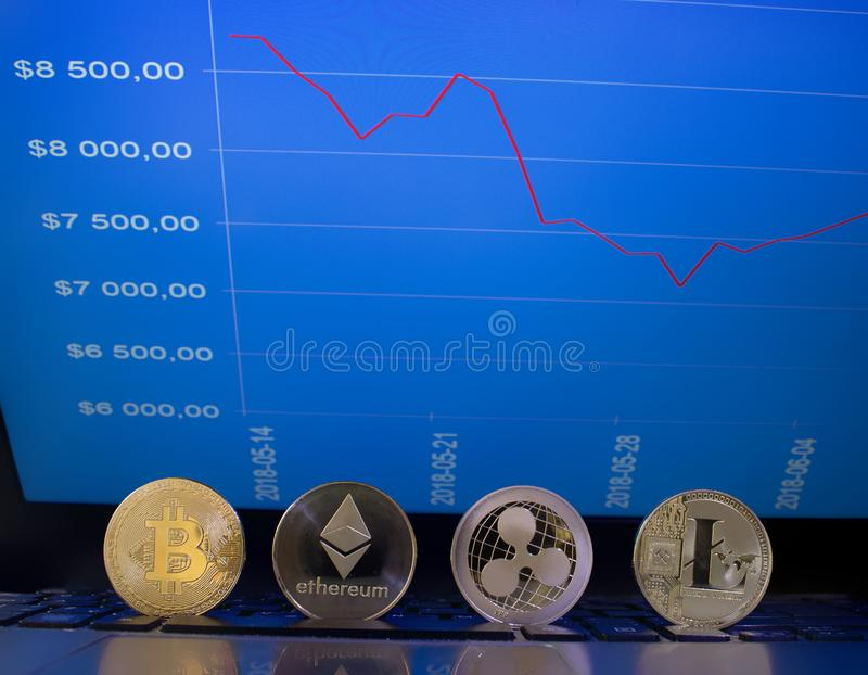 Crypto valutamynt och graf med priser royaltyfri fotografi