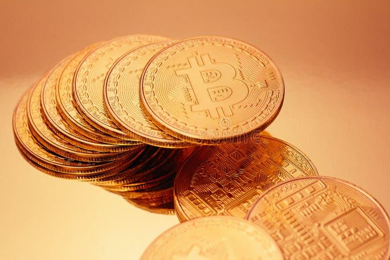 Cryptocurrencies Bitcoin χρυσό στοκ εικόνες