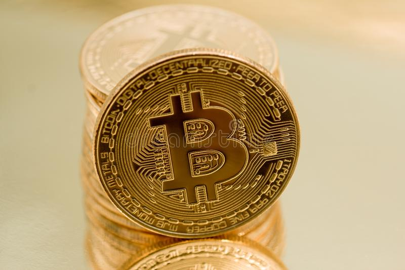 Cryptocurrencies Bitcoin χρυσό στοκ εικόνα με δικαίωμα ελεύθερης χρήσης