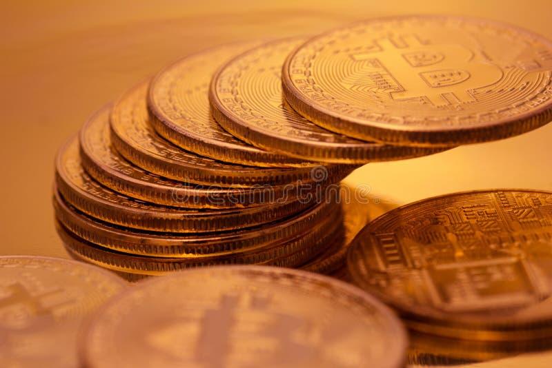 Cryptocurrencies guld- Bitcoin royaltyfria foton