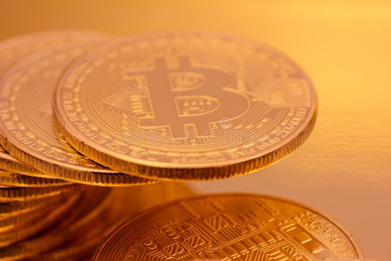 Cryptocurrencies guld- Bitcoin arkivfoto
