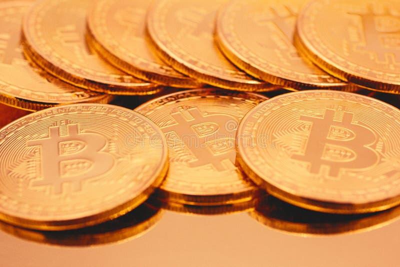 Cryptocurrencies guld- Bitcoin fotografering för bildbyråer