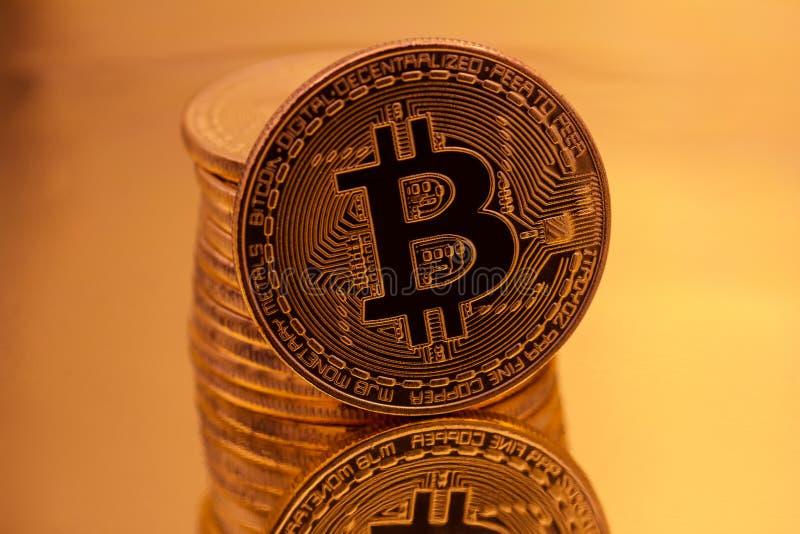 Cryptocurrencies guld- Bitcoin royaltyfria bilder