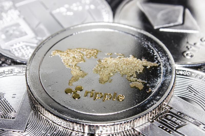 Cryptocurrencies krusningsEthereum Litecoin Monero streck royaltyfria bilder