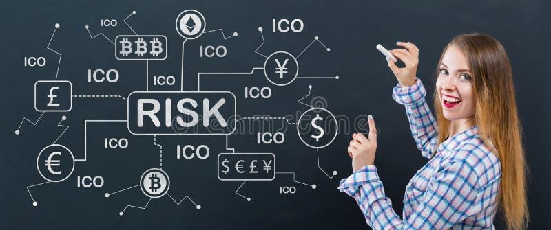 Cryptocurrency与少妇的风险题材 免版税图库摄影