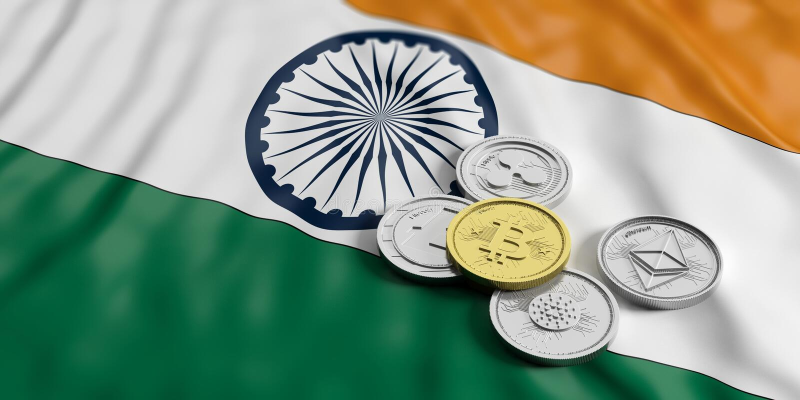 Cryptocurrency在印度 银色真正硬币金黄bitcoin和品种在印度的下垂背景 3d例证 皇族释放例证