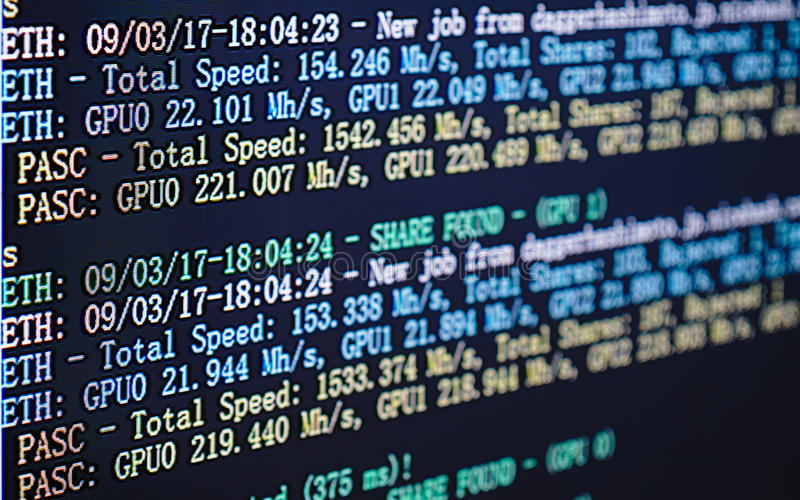 cryptocurrency采矿& x28屏幕显示; 双重开采的Ethereum或 库存照片