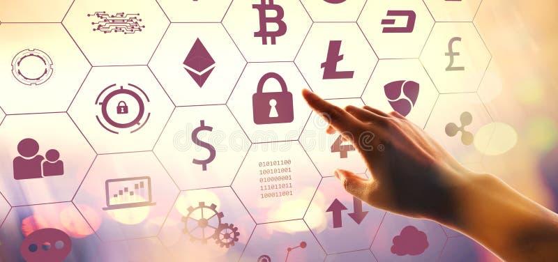 Cryptocurrency с отжимать руки кнопка стоковые изображения