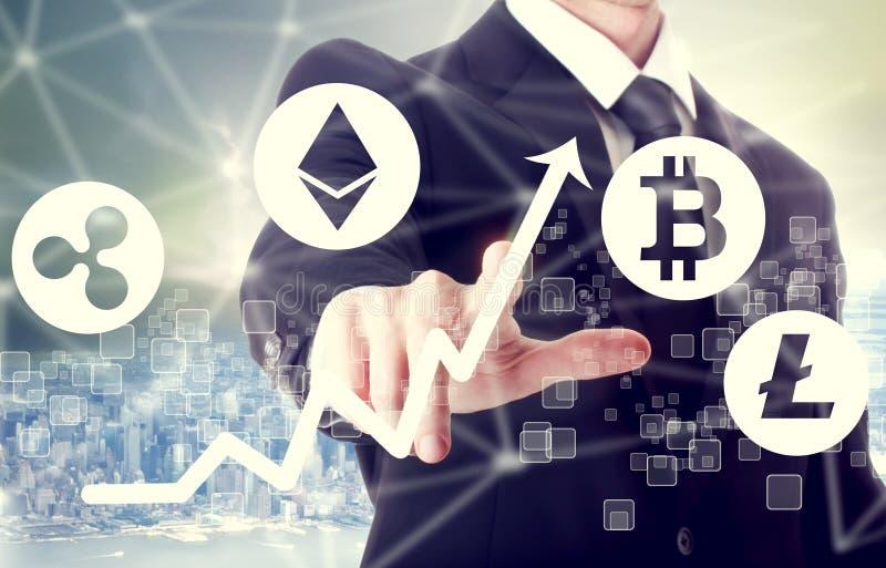 Cryptocurrency begrepp med affärsmannen arkivfoto