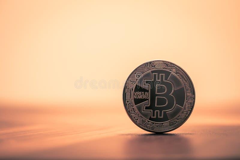 Cryptocurrency Bitcoin,迷离背景葡萄酒黑暗的口气过滤器 库存照片