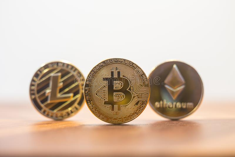 Cryptocurrency bitcoin, litecoin, ethereum白色背景警察 库存图片