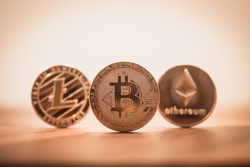 Cryptocurrency bitcoin, litecoins, ethereum减速火箭的葡萄酒过滤器 库存图片