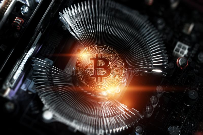 Cryptocurrency, Bitcoin d'or sur le panneau d'ordinateur Macro tir Concept de cryptocurrency avec des pièces de monnaie, argent é illustration stock