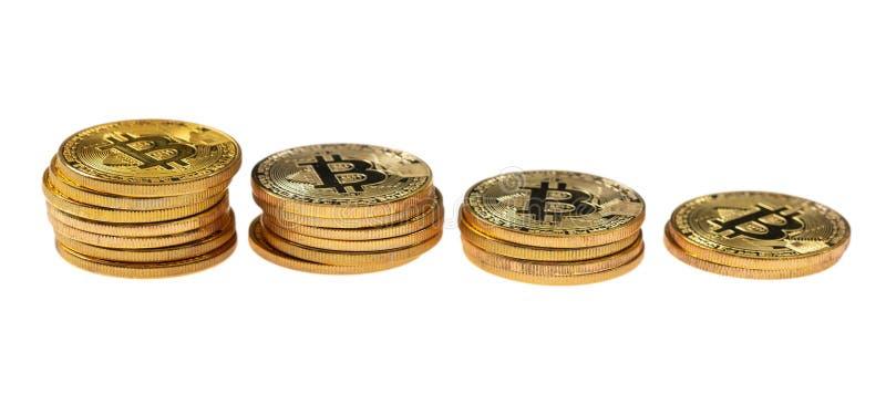 Cryptocurrency ceny zmniejszanie Bitcoins odizolowywał na białym tle zdjęcie royalty free