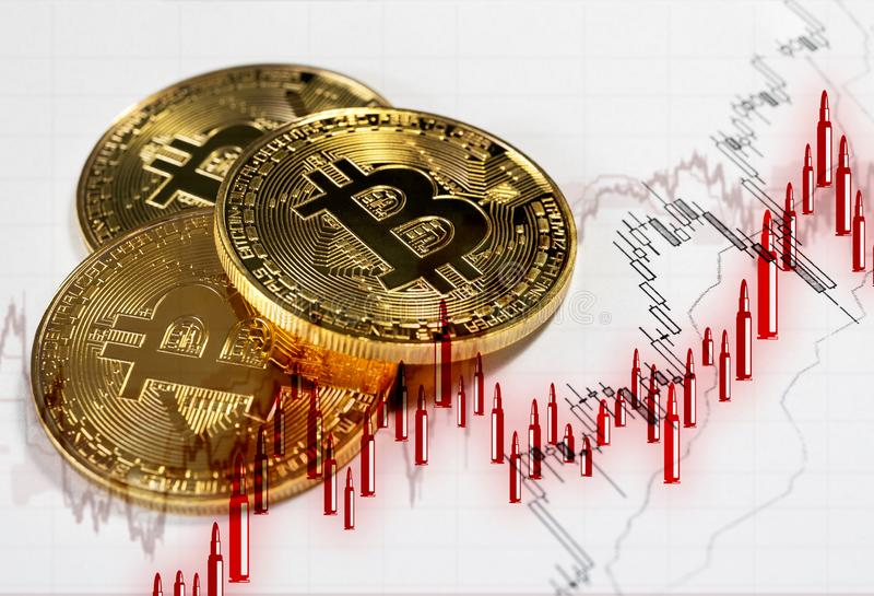 Cryptocurrency digital de Bitcoin Castiçal no formulário das balas foto de stock